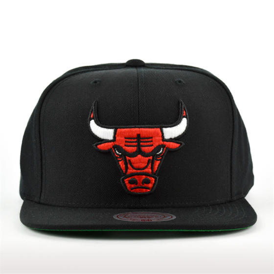 MITCHELL & NESS CHICAGO BULLS WOOL SOLID SNAPBACK