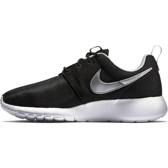 Cipők NIKE Roshe One (Gs) 599728 021 BlackMetallic Silver